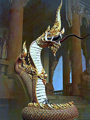 estátua de phaya naga serpente de cor dourada