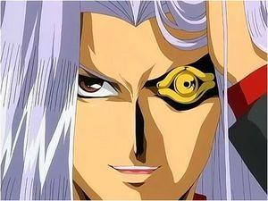 Representação de Maximillion Pegasus, é o rosto dele com cabelos brancos perolados. O olho esquerdo é castanho-escuro, e o direito está com o Olho de Hórus no lugar, sendo que ele é todo dourado, boca entreaberta (porém não muito). Mão direita na cabeça, segurando uma parte de cabelo.
