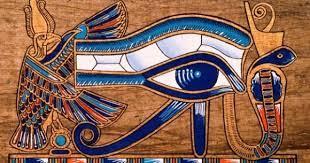 Um um olho humano, composto de pálpebras, íris e sobrancelha. As linhas abaixo figuram; as lágrimas, que por sua vez, simbolizam a dor na batalha em que o deus Hórus perde o seu olho. A forma como é representado está associada a alguns animais adorados pelos egípcios, como o gato, o falcão e a gazela. As tonalidades da imagem: marrom, em boa parte, e azul-petróleo; no canto superior direito, tem uma tonalidade azul mais clara.